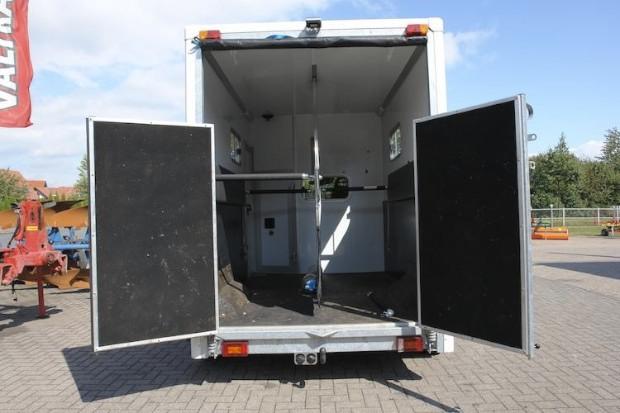 pferdetransporter viehtransporter transporter. Black Bedroom Furniture Sets. Home Design Ideas